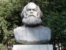 Economista, fil�sofo e socialista alem�o, Karl Marx nasceu em Trier em 5 de Maio de 1818 e morreu em Londres a 14 de Mar�o de 1883. Durante sua vida combinou o estudo das ci�ncias humanas com a milit�ncia revolucion�ria, criando um dos sistemas de ideias mais influentes da hist�ria. Direta ou indiretamente, a obra do fil�sofo alem�o originou v�rias vertentes comprometidas com a mudan�a da sociedade. <br><br> A obra desse pensador re�ne uma grande variedade de textos: reflex�es curtas sobre quest�es pol�ticas imediatas, estudos hist�ricos, escritos militantes � como O Manifesto Comunista, parceria com Friedrich Engels � e trabalhos de grande f�lego, como sua obra-prima O Capital, que s� teve o primeiro de quatro volumes lan�ado antes de sua morte.  <br><br><a href=&quot;http://www.sociologia.seed.pr.gov.br/modules/conteudo/conteudo.php?conteudo=162&quot;><img alt=&quot;Imagem de Marx&quot; src=&quot;http://www.sociologia.seed.pr.gov.br/arquivos/Image/classicos_socio/marx64.png&quot; align=&quot;left&quot; height=&quot;64&quot; width=&quot;64&quot;><br>             Karl Marx</a><br>Acesse um espa�o destinado a esse pensador.<br><br><br><br> Palavras-chave: Marx, pensador, socialismo, materialismo hist�rico.