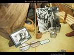 Barraca de campanha utilizada pelo Brasil na Segunda Guerra Mundial. Na fotografia, algumas fotos dos soldados combatentes na �poca e objetos pessoais. <br/> <br/> Palavras-chave: Segunda Guerra, poder, ideologia.