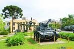 Blindado utilizado pelo ex�rcito brasileiro durante a II Grande Guerra, o avi�o Thunderbirth em segundo plano e o museu do Expedicion�rio ao fundo. <br/> <br/> Palavras-chave: segunda guerra, museu do expedicion�rio, poder,ideologia, pol�tica.