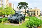 Blindado utilizado pelo ex�rcito brasileiro durante a II Grande Guerra, o avi�o Thunderbirth em segundo plano e o museu do Expedicion�rio de fundo. <br/> <br/> Palavras-chave: segunda guerra, museu do expedicion�rio, poder, pol�tica, ideologia.