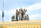 Escultura de pracinhas, detalhe do teto do museu do expedicion�rio. <br/> <br/> Palavras-chave: museu do expedicion�rio, pracinhas, poder, pol�tica, ideologia.