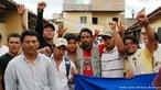 Manifestantes contr�rios ao Golpe de Estado ocorrido em Honduras a partir do dia 28 de junho de 2009. <br/> <br/> Em 28 de junho de 2009, em Honduras, um pequeno pa�s da Am�rica Central, aconteceu um retrocesso hist�rico, a volta ao regime de excess�o proporcionado por uma ditadura militar, fato t�pico no contexto da Guerra Fria dos anos 60 at� aos anos 80, na Am�rica Latina. <br/> <br/> Fato este que produziu uma dr�stica altera��o pol�tica de car�ter anti-democr�tico e violento neste pa�s, na destitui��o de Manuel Zelaya do cargo de presidente eleito democraticamente pelo povo hondurenho.  Em franca oposi��o ao novo governo imposto, os movimentos de protesto nas ruas est�o sendo reprimidos duramente pelo ex�rcito, afirmando o contr�rio do que a grande m�dia e a elite econ�mica deste pa�s, defensores e articuladores do Golpe de Estado apresentam. <br/> <br/> O povo, os movimentos sociais, os sindicatos, e muitas igrejas contr�rias ao golpe de Estado afirmaram que em uma democracia Golpes de Estado n�o s�o ferramenta para a resolu��o de conflitos, e que a viol�ncia contra o povo atesta o car�ter ileg�timo do novo governo imposto. <br/> <br/> Palavras-chave: poder, pol�tica, ideologia, movimentos sociais, golpe de estado, ditadura, direitos pol�ticos, democracia, Honduras, imperialismo.