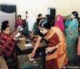 Processo eleitoral na �ndia. Na fotografia mulheres votando. <br/> <br/> Palavras-chave: direito, cidadania, elei��es, pol�tica, ideologia, democracia, participa��o popular, mulheres.