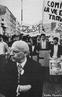 Michel Foucault em passeata, em 1973, em defesa dos direitos das imigrantes na Fran�a.  <br/> <br/> Palavras-chave: Michel Foucault, manifesta��o popular.