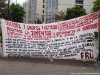 Protesto popular contra o Golpe de Estado em Honduras. <br/> <br/> Em 28 de junho de 2009, em Honduras, um pequeno pa�s da Am�rica Central, aconteceu um retrocesso hist�rico, a volta ao regime de excess�o proporcionado por uma ditadura militar, fato t�pico no contexto da Guerra Fria dos anos 60 at� aos anos 80, na Am�rica Latina. <br/> <br/> Fato este que produziu uma dr�stica altera��o pol�tica de car�ter anti-democr�tico e violento neste pa�s, na destitui��o de Manuel Zelaya do cargo de presidente eleito democraticamente pelo povo hondurenho. <br/> <br/> Em franca oposi��o ao novo governo imposto, os movimentos de protesto nas ruas est�o sendo reprimidos duramente pelo ex�rcito, afirmando o contr�rio do que a grande m�dia e a elite econ�mica deste pa�s, defensores e articuladores do Golpe de Estado apresentam. <br/> <br/> O povo, os movimentos sociais, os sindicatos, e muitas igrejas contr�rias ao golpe de Estado afirmaram que em uma democracia Golpes de Estado n�o s�o ferramenta para a resolu��o de conflitos, e que a viol�ncia contra o povo atesta o car�ter ileg�timo do novo governo imposto. <br/> <br/> Palavras-chave: poder, pol�tica, ideologia, movimentos sociais, golpe de estado, ditadura, direitos pol�ticos, democracia, Honduras, imperialismo.
