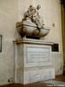 No t�mulo de Maquiavel, em Floren�a � vizinho ao de Michelangelo � h� uma l�pide com a inscri��o latina 'Tanto nomini nullum por elogium', ou seja, �T�o grande nome nenhum elogio alcan�a-o�.  <br/> <br/> Palavras-chave: Maquiavel, pol�tica.