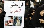 21/02/2011 - Manifestantes protestam na Praça da Pérola, na capital Manama, com cartaz onde se lê 'saiam, não às negociações'. Xiitas querem a queda da monarquia sunita.  <br/> <br/> Palavras-chave: manifestações populares, protestos, conflitos sociais.