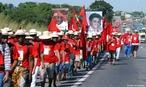 Goiânia, membros do MST marcham até Brasília. Foto: Valter Campanato/ABr. — 2 de maio de 2005. O Movimento dos Trabalhadores Rurais Sem Terra (MST) é um movimento social brasileiro que busca a reforma agrária. <br/> <br/> Palavras-chave: MST, marcha, passeata, reforma agrária, classes sociais, poder, política, trabalho, terra, latifúndio improdutivo, movimentos sociais.