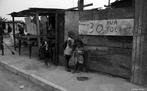 Crianças em Lixão de Gramacho - Visita de estudantes de arte da Casa Daros ao Lixão de Gramacho. Rio de Janeiro, Brasil, América Latina. <br/> <br/> Palavras-chave: trabalho, produção, classes socias, lixão, problemas sociais, desigualdade social.