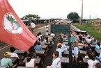 Fotos de escola e estudantes Sem Terra - Acampamento no Pontal do Paranapanema - São Paulo - Foto: Paulo Pinto / AE. <br/> <br/> Palavras-chave: direito, cidadania, movimentos sociais, MST, acampamento, escola itinerante, Florestam Fernardes, Paulo Freire.