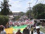 Em 28 de junho de 2009, em Honduras, segundo a ONU e a OEA, um golpe de Estado foi instaurado. Essa situação transformou o contexto sócio-político da região. Manifestações populares e a presença militar nas ruas se tornaram comum nesse período. <br/> <br/> Palavras - chave: Honduras, manifestação popular, crise.