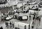 Uma greve geral que rapidamente adquiriu significado e proporções revolucionárias, mas em seguida foi desencorajada pelo Partido Comunista Francês, de orientação Stalinista, e finalmente foi suprimida pelo governo, que acusou os Comunistas de tramarem contra a República. <br/> <br/> Palavras-chave: Greve, Maio de 1968, revolução, movimentos populares.