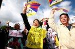 Protestos contra a China no Tibet - 06 de abril de 2008, quando acontece o início do percurso da tocha olímpica pelo mundo. Este vento esportivo, desde a saída da tocha olímpica, até a abertura oficial dos jogos, foi utilizado para afirmar posições políticas, tanto a favor quanto contra as políticas chinesas. &quot;Pequim controla o Tibete desde a década de 50 e argumenta que dá liberdade à região, que é considerada autónoma. O governo da China opõe-se fortemente às tentativas do líder budista exilado, Dalai Lama, de promover a independência da província.&quot; <br/> <br/> Palavras-chave: poder, política, ideologia, protestos, movimentos sociais, China.