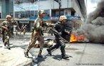 Em 28 de junho de 2009, em Honduras, segundo a ONU e a OEA, um golpe de Estado foi instaurado. Essa situação transformou o contexto sócio-político da região. Manifestações populares e militares nas ruas se tornaram comum nesse período. <br/> <br/> Palavras - chave: Honduras, manifestação popular, militares, crise.