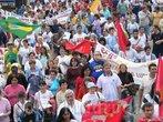 """Romaria do trabalhador ocorrida em 1 de maio de 2006. Os direitos e possibilidade de cidadania que os trabalhadores possuem em nossos dias, não são """"naturais"""", mas conquistas vindas da organização e mobilização dos trabalhadores enquanto classe social. Aqui exemplo de mobilização organizada pela CPT.  <br/> <br/> Palavras-chave: CPT, direitos do trabalhador, cidadania, movimentos sociais, neoliberalismo, conquistas sociais."""