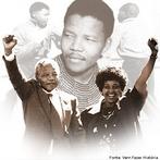 Nelson Rolihlahla Mandela foi um líder rebelde e, posteriormente, presidente da África do Sul de 1994 a 1999. Principal representante do movimento anti-apartheid, considerado pelo povo um guerreiro em luta pela liberdade, era tido pelo governo sul-africano como um terrorista e passou quase três décadas na cadeia. <br/> <br/> Palavras-chave: Apartheid, relações de poder, segregação racial, África do Sul.