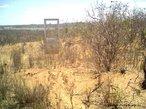 """Contexto do sertão ao redor do Arraial de Canudos. <br/> """"...em poucos anos o arraial de Canudos se firmou na região (sul da Bahia) como um contestado, passando a reunir cada vez mais sertanejos que lutavam para mudar suas condições de vida fugindo da miséria e dominação dos grandes latifundiários."""" O arraial original está submerso pelas águas do açude de Cocorobó desde 1969. A atual canudos está a 10 km de distância deste. <br/> <br/> Palavras-chave: Canudos, Antônio Conselheiro, revolta popular, direito, cidadania, movimentos sociais, poder, classes sociais, latifúndio, concentração de terra"""