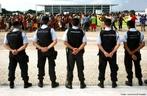 Lideranças Indígenas do 3º Acampamento Terra Livre, fazem protesto em frente ao Palácio do Planalto -Brasília.  <br/> <br/> Palavras-chave: índios, protesto indígena, protesto, Brasília.